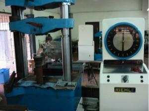 universal-testing-machine-comslab-300x224